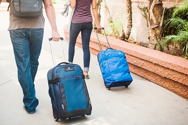 luggage travel backpacking couple