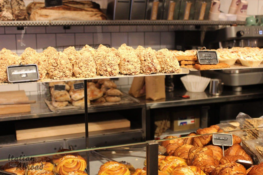 croissant and cinnamon backerie in Stockholm - italian trip abroad