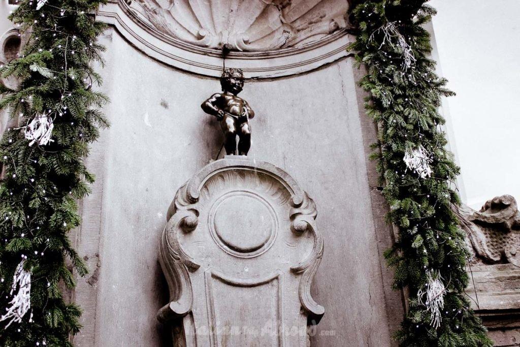 manneken pis - kid pee - statue kid - brussels belgium italian trip abroad-three days in brussels - in 24 hours
