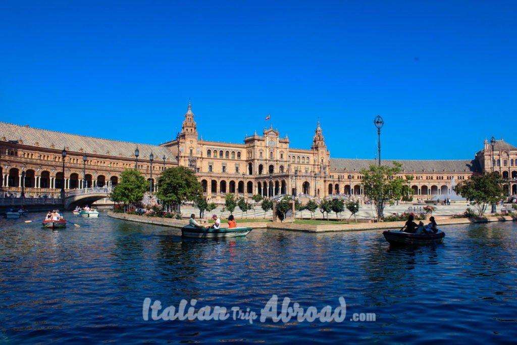 What to see in Sevilla - Plaza de Espana
