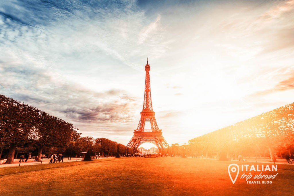 Sunrise at tower eiffel - discover paris in a weekend