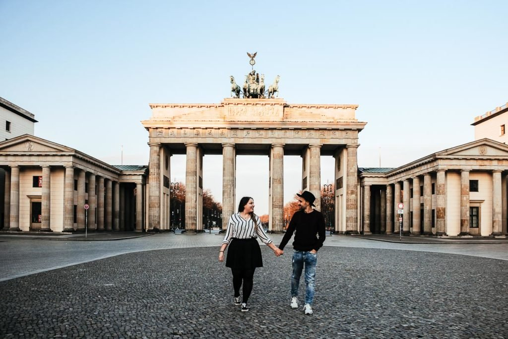 Couple pictures at the Brandeburg Tor in Berlin | Berlin itinerary 2 days