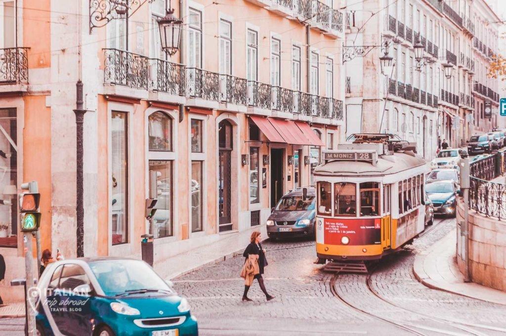 Tram 28 Lisbon - Through the streets of Estrela District