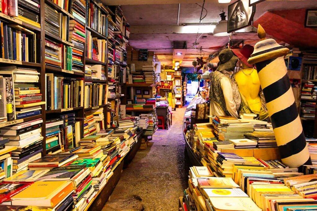 Bookstore Acqua Alta - Most instagrammable bookstore in Venice
