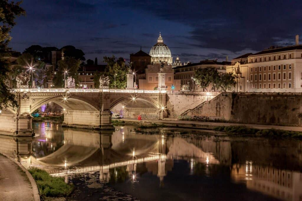 Lungotevere is the River side of Rome - Enjoy a walk along the Tiber River in winter in Rome
